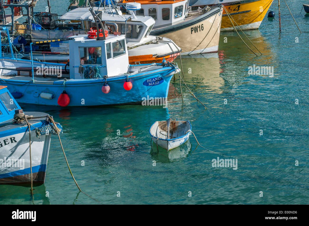 Le navi da pesca ormeggiate nel porto di Newquay in Cornovaglia Inghilterra Immagini Stock