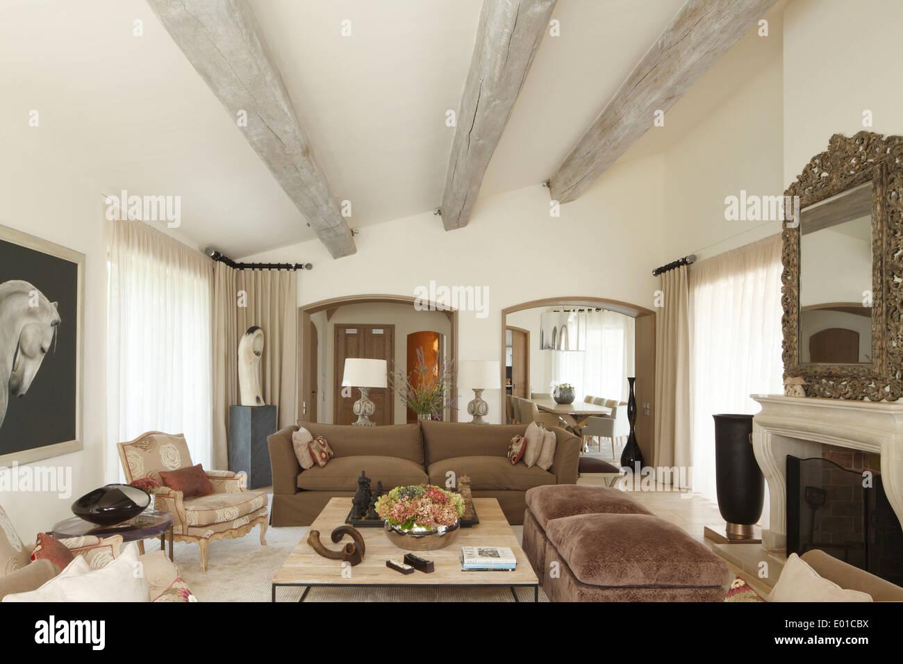 Tende Per Soffitti Inclinati soffitto inclinato immagini & soffitto inclinato fotos stock