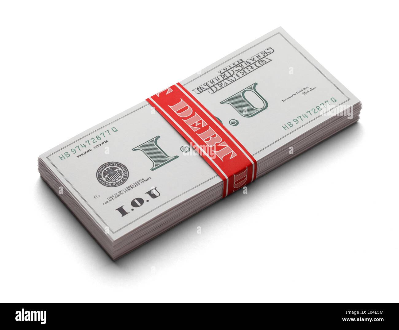 Pila di IOUs come curency carta con una banda di denaro che dice che il debito su di esso. Isolato su uno sfondo bianco. Immagini Stock