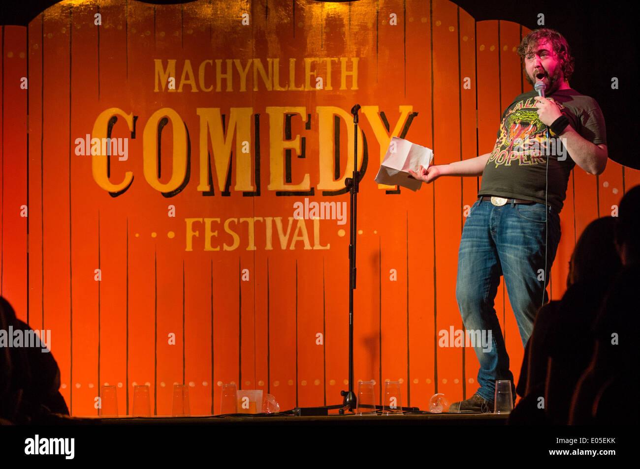 Machynlleth, Wales, Regno Unito. Il 2 maggio 2014. NICK timone al quinto annuale di Machynlleth Comedy Festival. Ormai una funzione sul Regno Unito scena di commedia, il festival trae nome superiore agli artisti interpreti o esecutori e migliaia di persone provenienti da tutto il Regno Unito per un week-end di strani e meravigliosi eventi in ed intorno alla piccola cittadina gallese Photo credit: keith morris 2014/Alamy Live News Immagini Stock