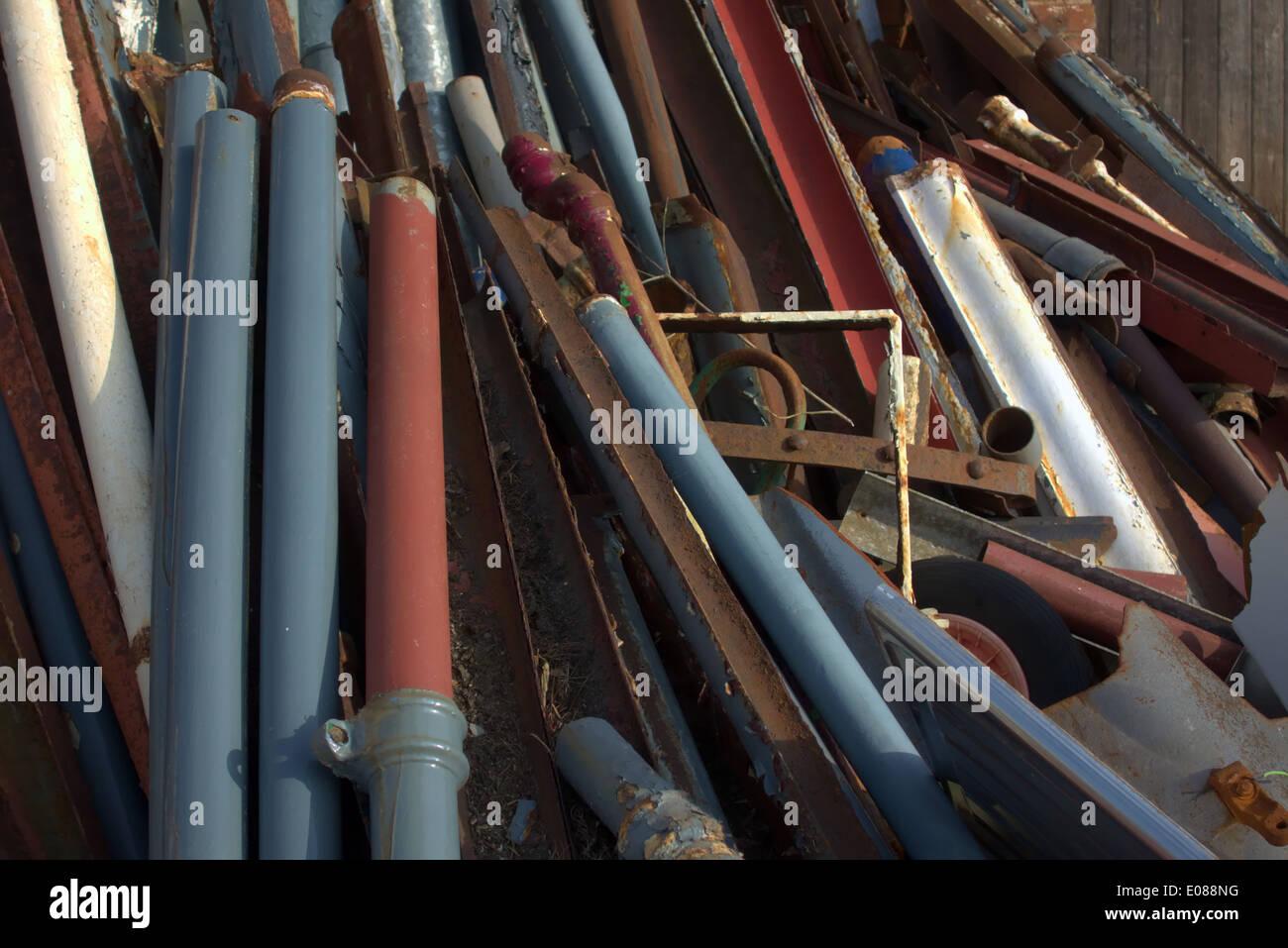 Rigenerate ghisa canaletta e sezioni della parte iniziale dello scarico per il riciclaggio e il riutilizzo di riparazione e lavori di sostituzione Immagini Stock
