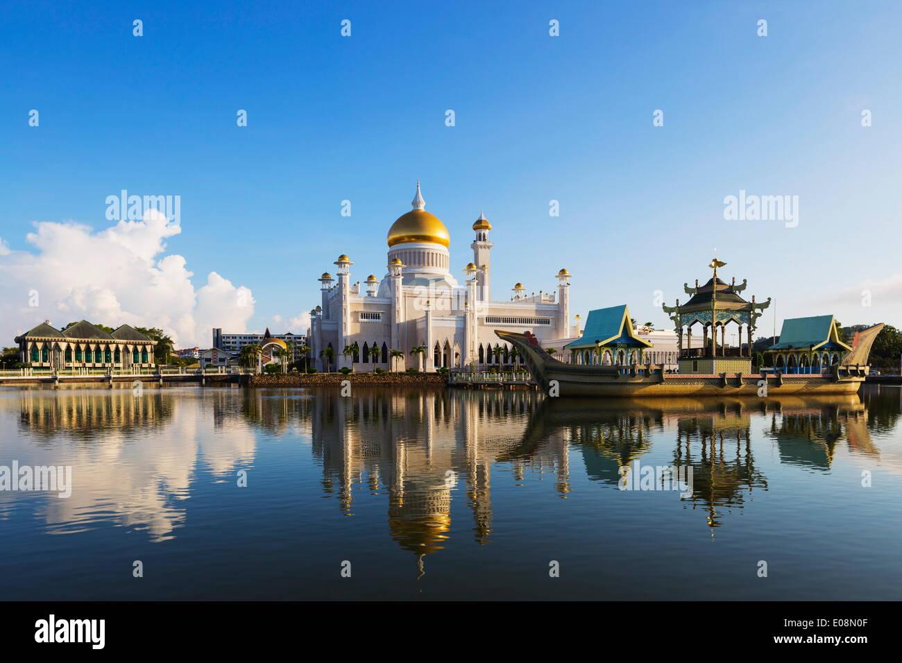 Moschea di Omar Ali Saifuddien Bandar Seri Begawan, Brunei, Borneo, Asia sud-orientale, Asia Immagini Stock
