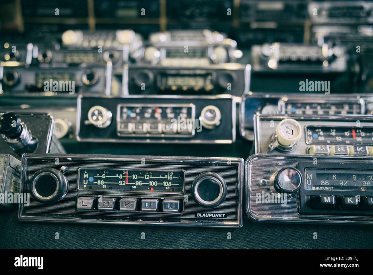 Vecchia auto radio per la vendita Immagini Stock