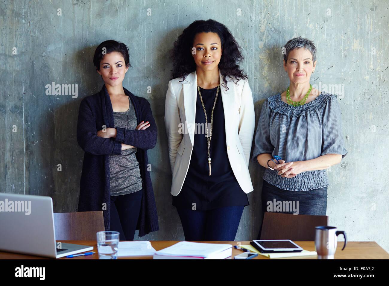 Ritratto di tre imprenditrice in office Immagini Stock