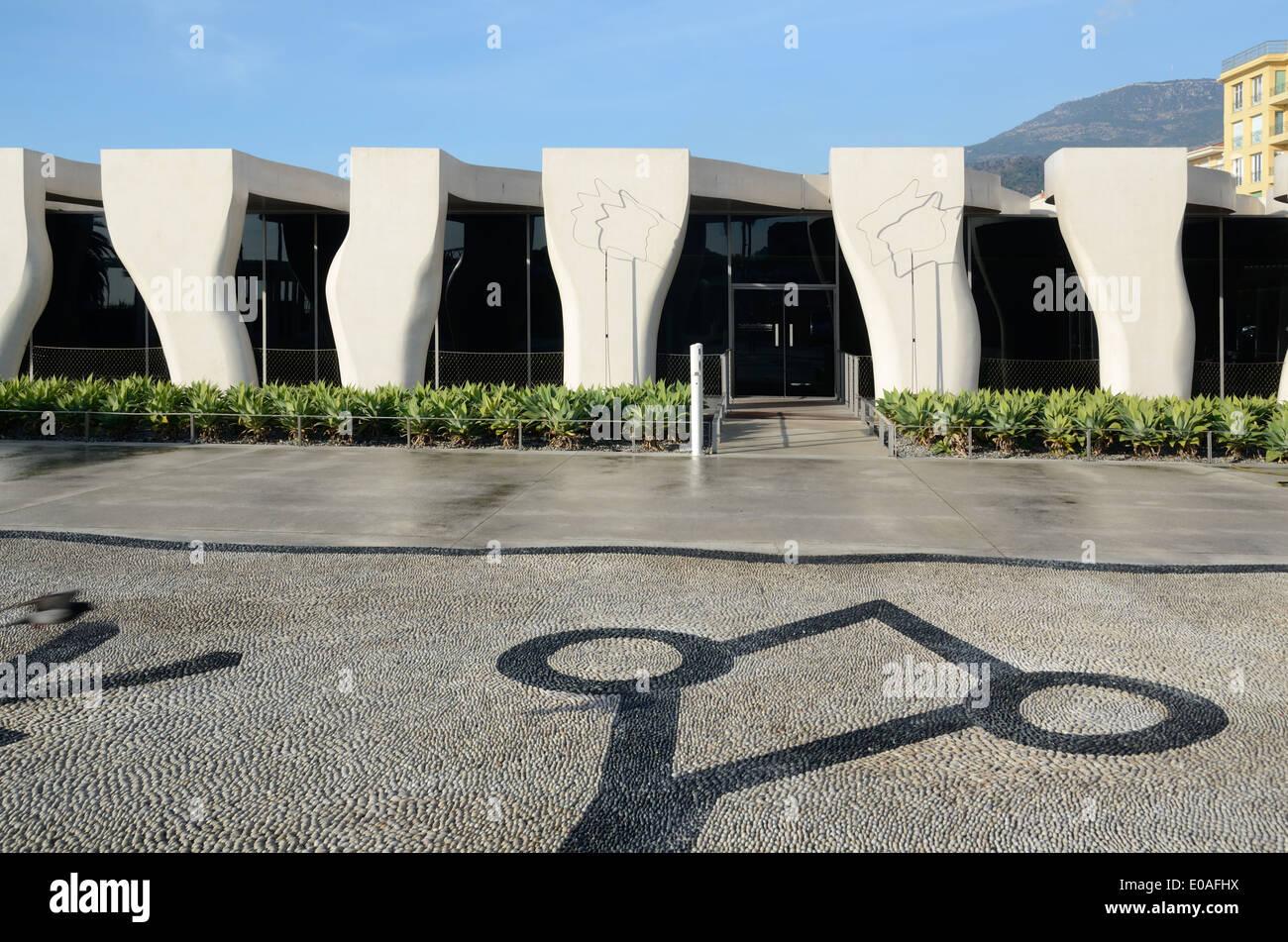 Ingresso alla Jean Cocteau Museo by Rudy Ricciotti & Occhi di mosaico di ciottoli Lizard Menton Alpes-Maritimes Francia Immagini Stock