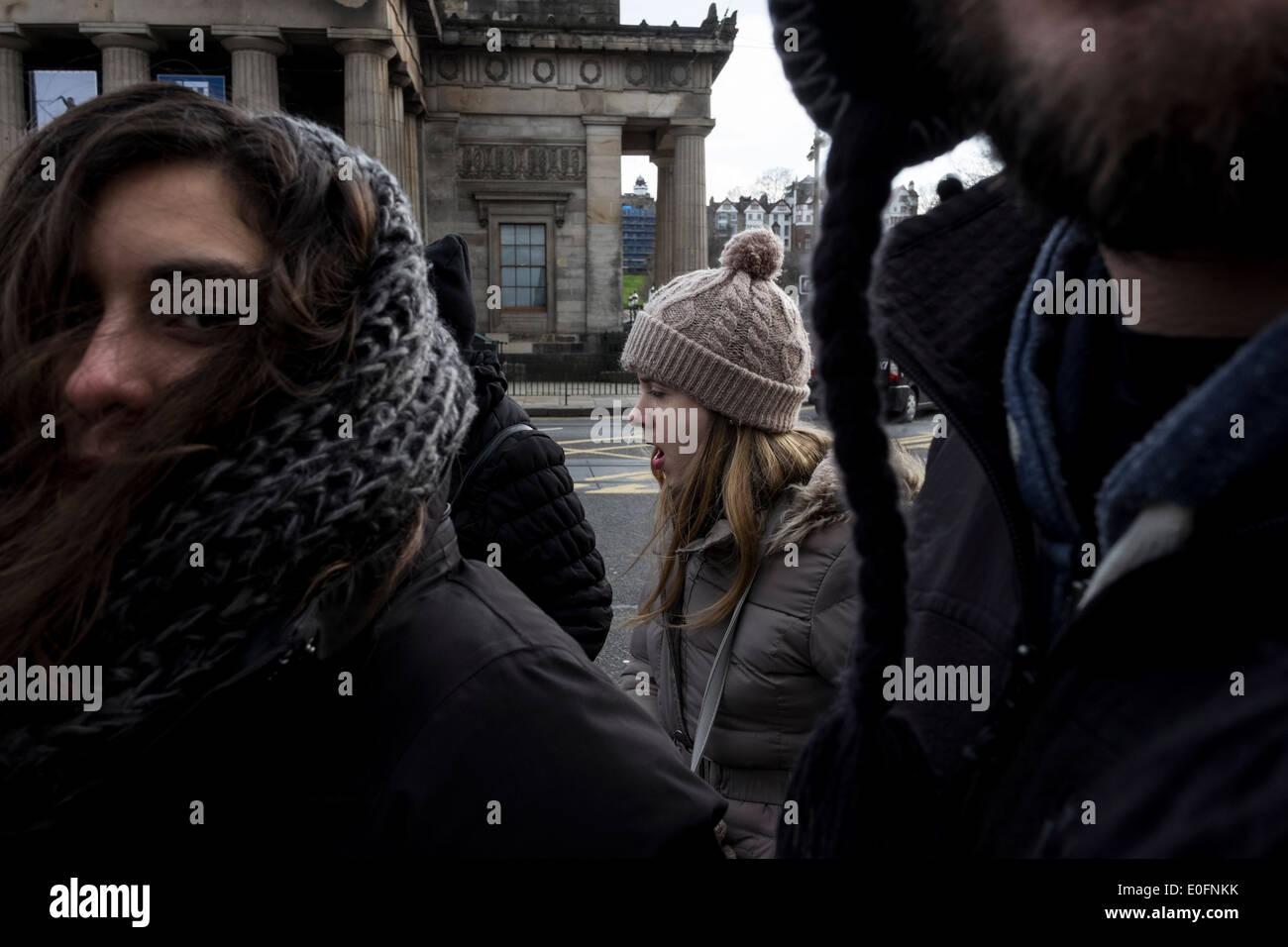 Edinburgh strada pedonale di vita quotidiana Immagini Stock