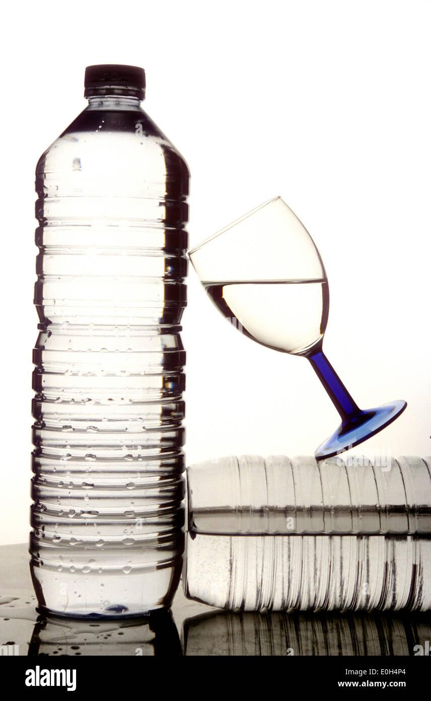 Le bottiglie di plastica di acqua Immagini Stock