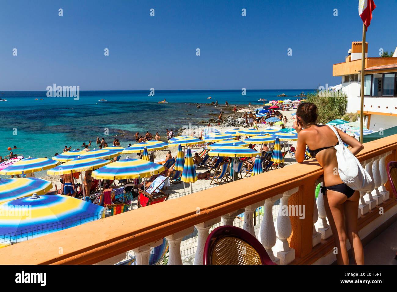 Onda Blu Beach, Capo Vaticano a sud di Tropea, Mar Tirreno, Calabria, Mediterraneo, Italia Meridionale, Europa Immagini Stock