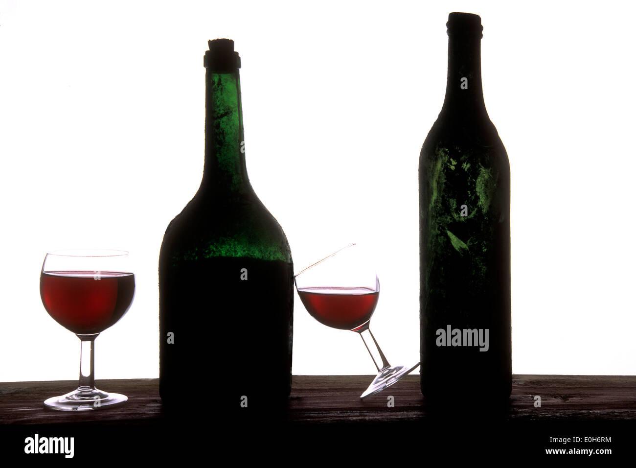 Bottiglie di vino rosso e bicchieri Immagini Stock