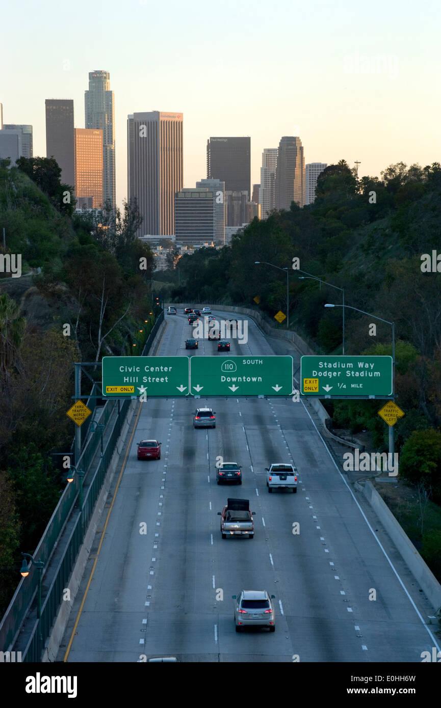 Superstrada che conduce nel centro di Los Angeles Immagini Stock