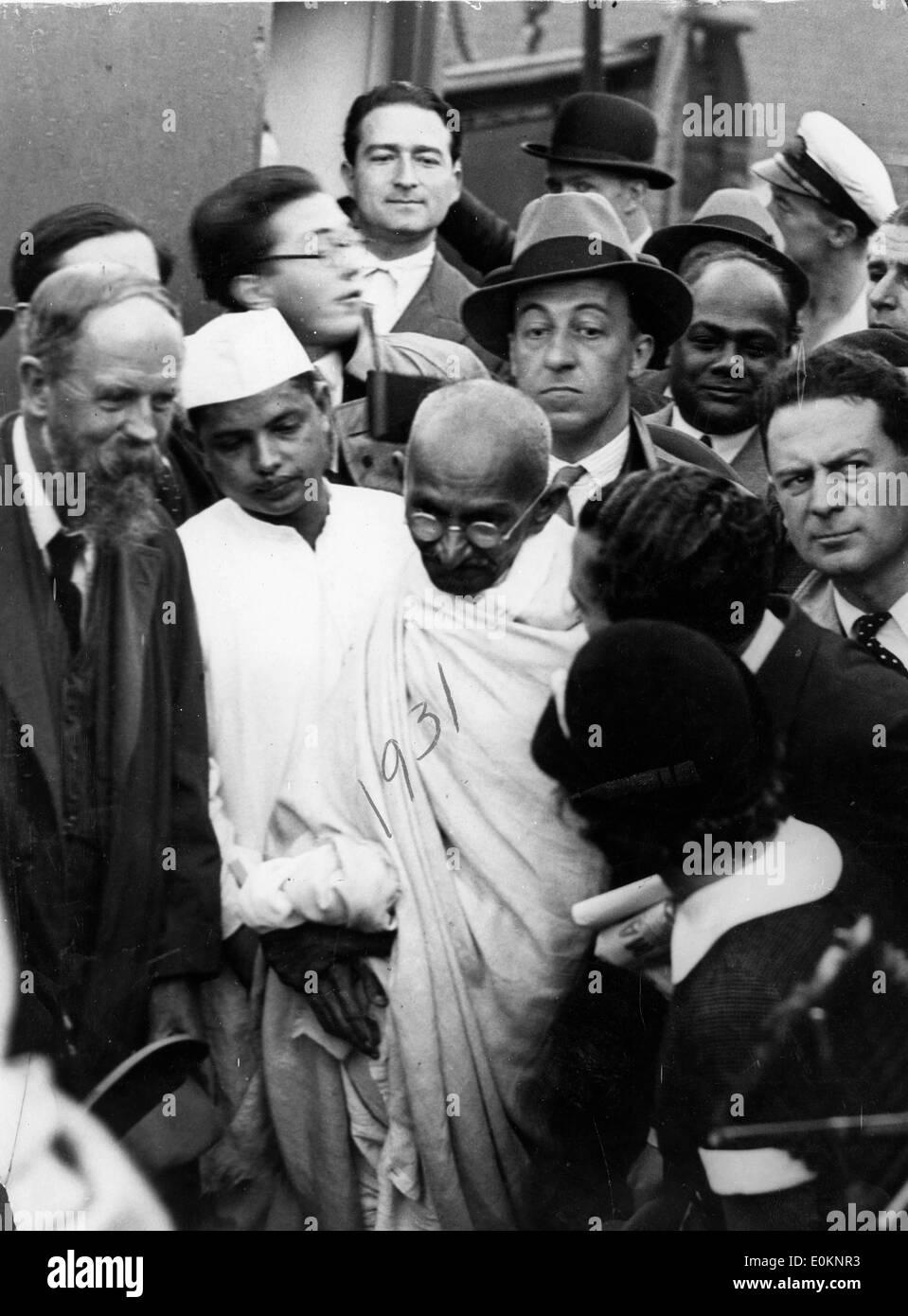 Il Mahatma Gandhi dopo il suo sbarco a Marsiglia Immagini Stock
