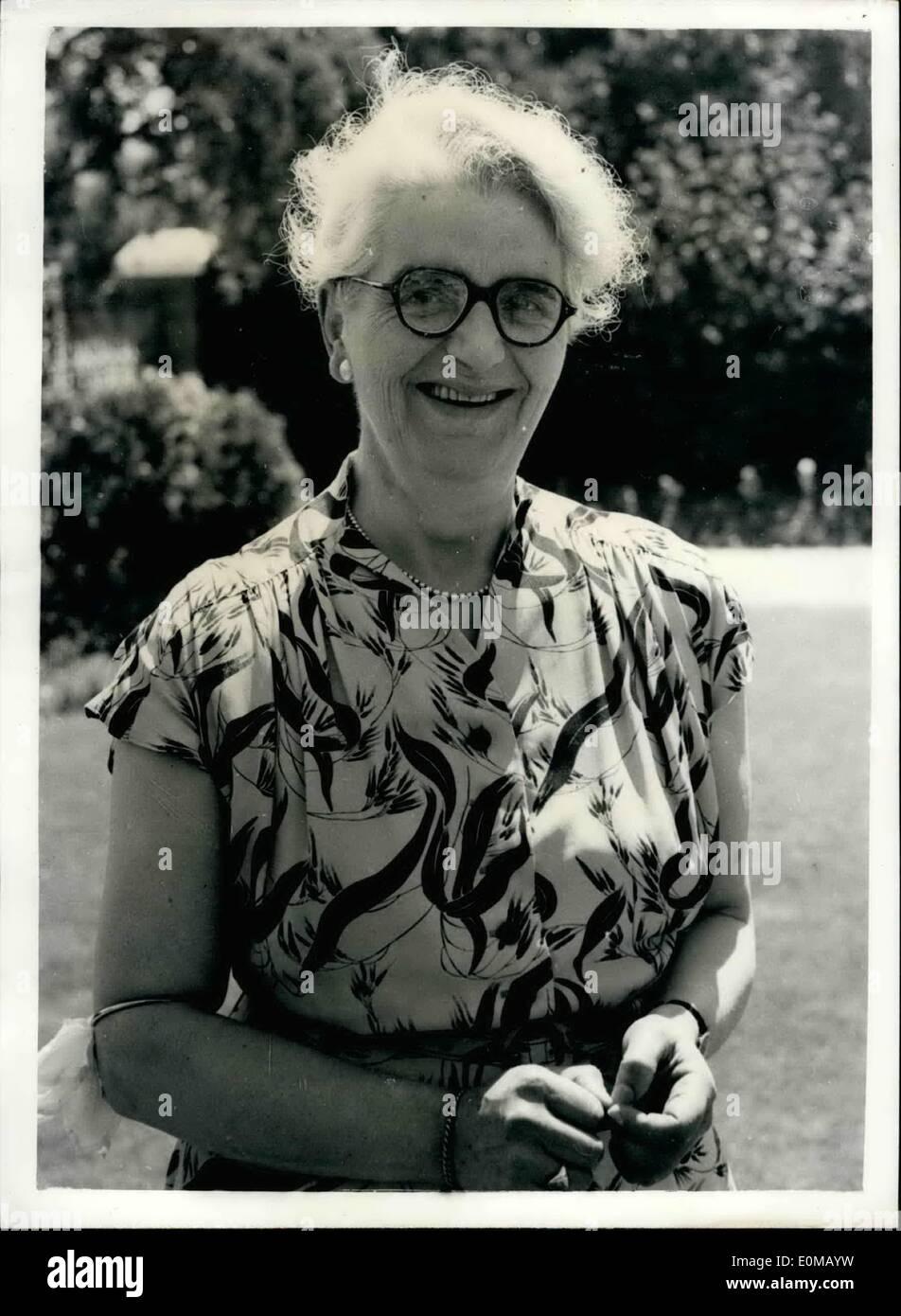 Lug. 07, 1954 - ''stop - sto agendo'' - cred 'vittima' essi quasi azionato sul suo ''fratturato'' gamba. Miss Elizabeth stenografia 52 enne typist interpreta la parte di un incidente in un'esercitazione di protezione civile a Bristol ieri- ha svolto la sua parte così realisticamente che ella è stata inviata a da ospedale, somerset - e un altro medico è stato chiamato dalla sua casa di operare sul suo ''gamba fratturata''. È stato solo quando ha gridato ''sto agendo - che si è reso conto che la sua gamba era fratturato non Immagini Stock