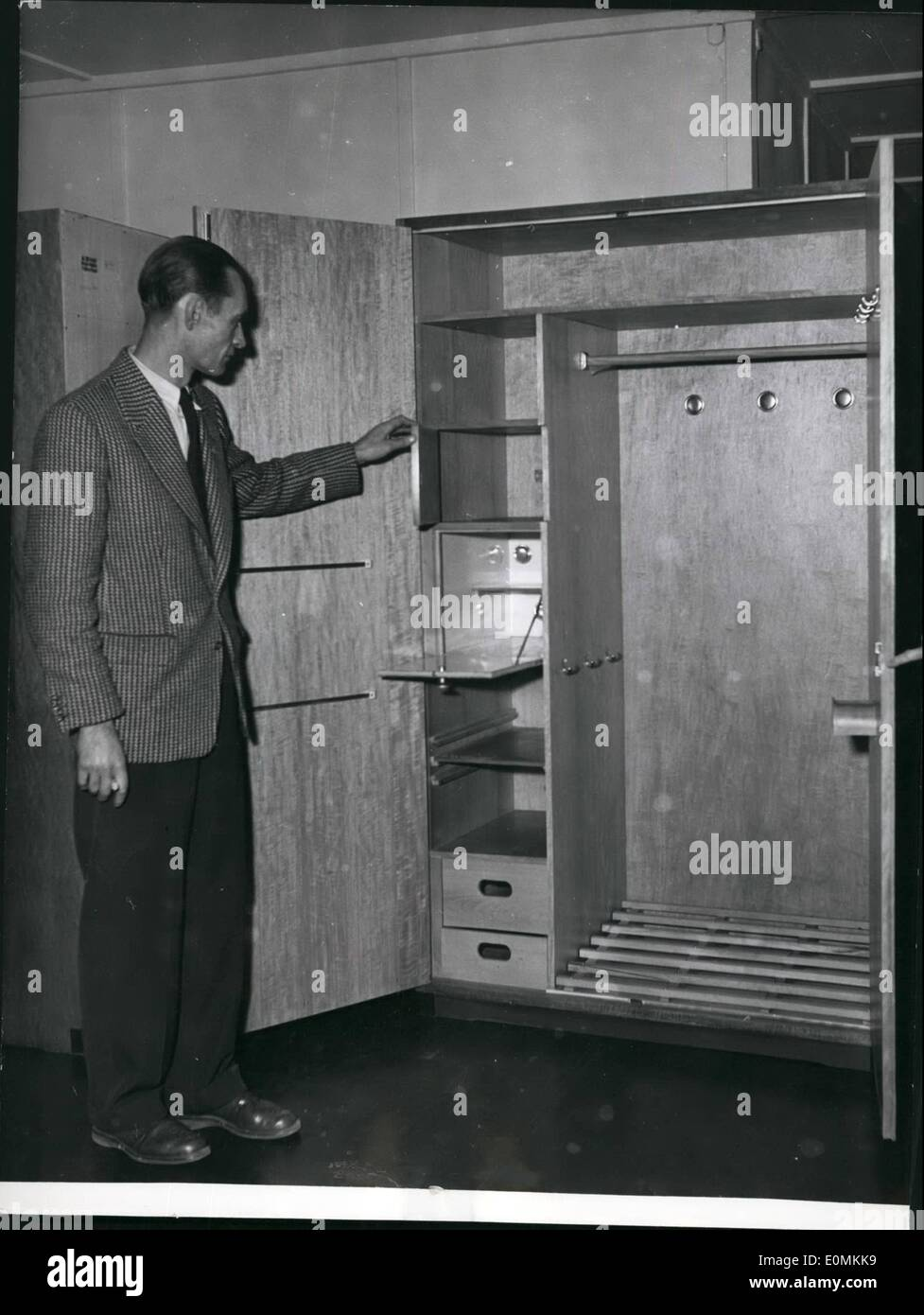 Armadio Guardaroba Per Soggiorno.Nov 11 1955 Il Legno E Piu Caldo Rispetto All Acciaio Era Il