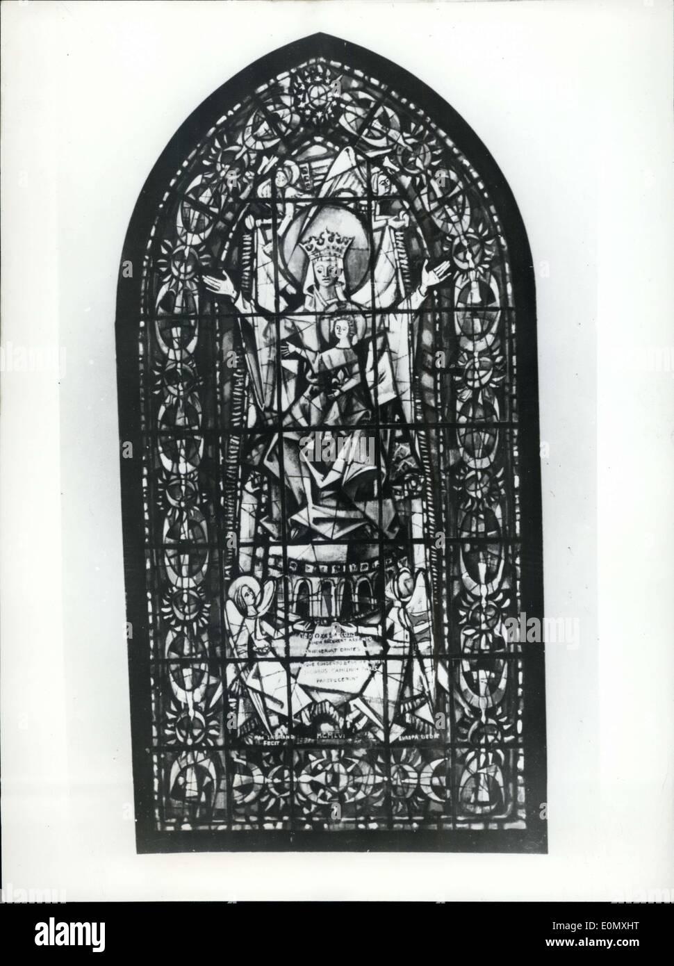 Ottobre 15, 1956 - Ad Ottobre 21st: la finestra dell' Europa sarà inaugurata. La finestra è nella cattedrale di Strasburgo e gli è stato dato dal Consiglio europeo e i 16 membri erano interessati a ottenere il denaro dai cattolici, Prostestants e Mussulman. Il modello è realizzato da Max Ingrad. Immagini Stock
