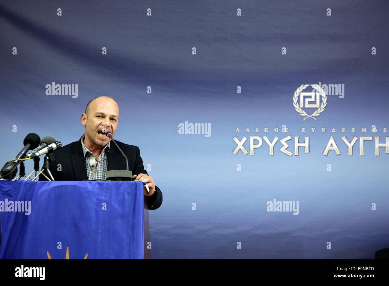 Salonicco, Grecia. 16 maggio 2014. Il vice presidente del Golden Dawn Antonis Gregos parla sul podio. Golden Dawn Foto Stock