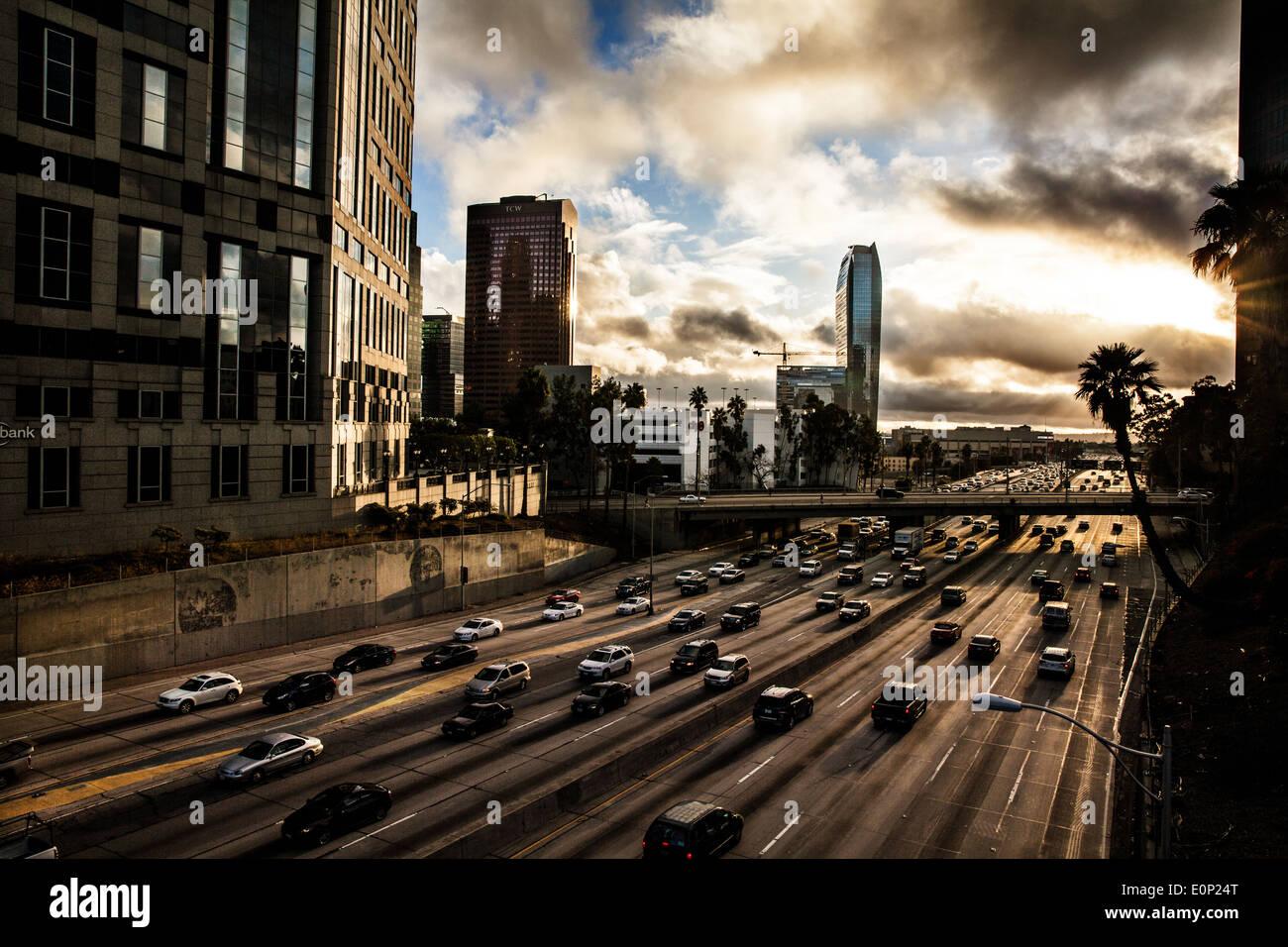 Il traffico nel centro cittadino di Los Angeles Immagini Stock