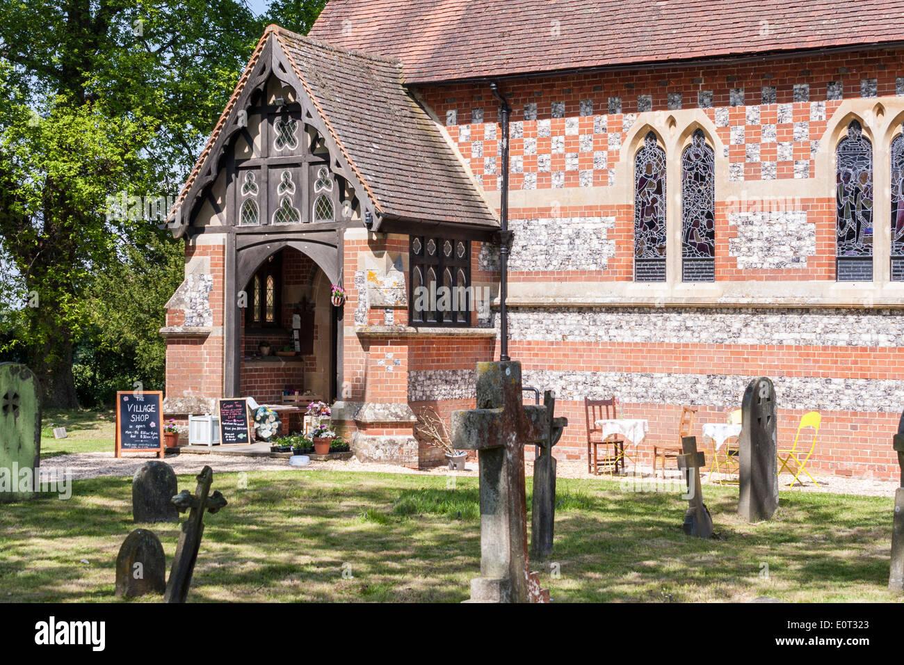 Ingresso al villaggio comunità shop nella chiesa parrocchiale, Beech Hill, Reading, Berkshire, Inghilterra, GB, UK. Immagini Stock