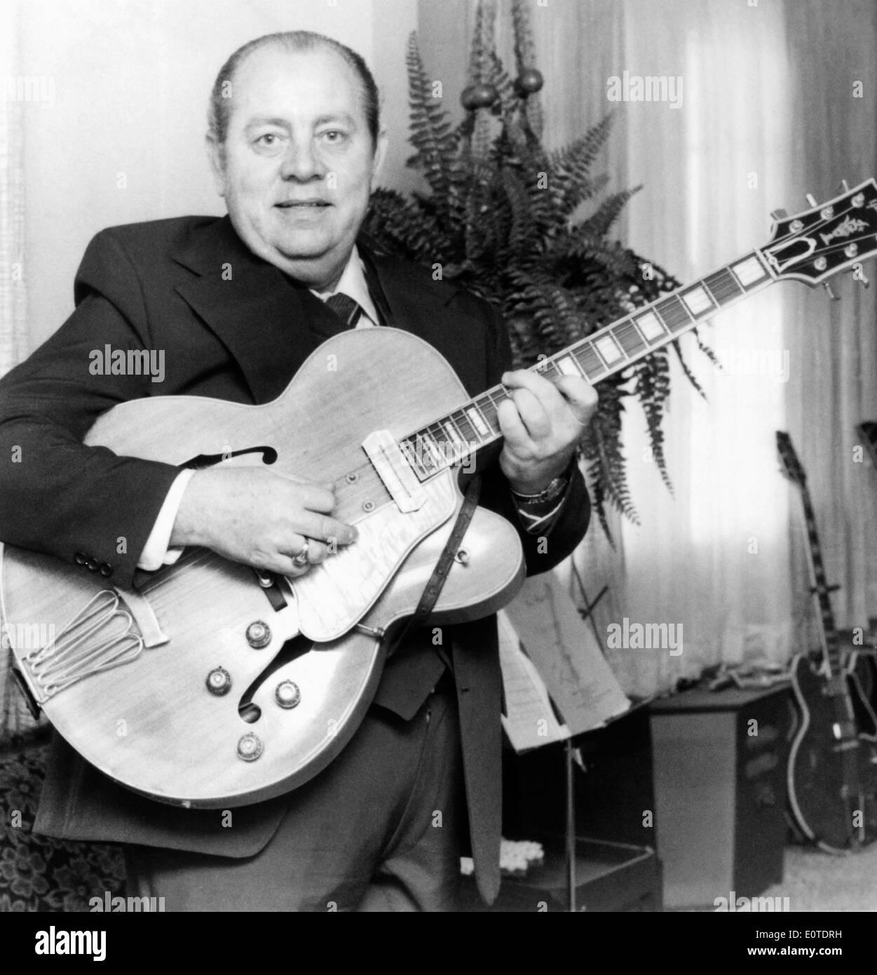 Hank Garland, Jazz e Paese Studio musicista, Ritratto, circa settanta Immagini Stock