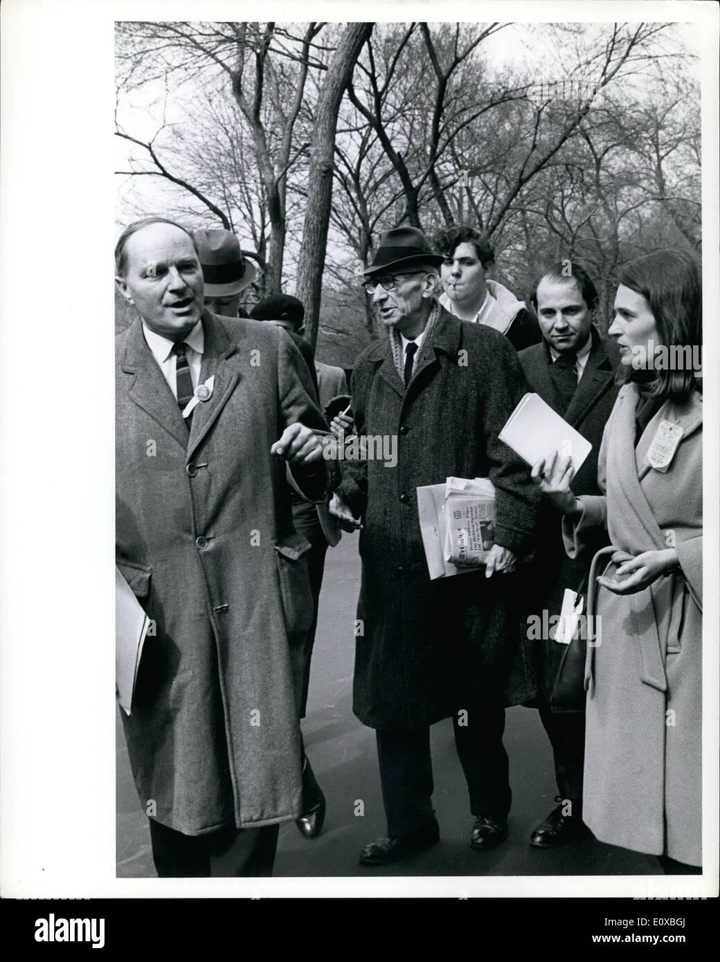 Mar 03, 1966 - Rev. A.J. Mustee 81 leader pacifista a Anti-Vietnam dimostrazione, New York 3/26/66 Immagini Stock