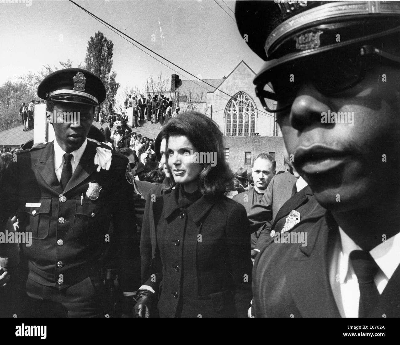 La First Lady Jackie Kennedy Onassis a MLK Jr. funerale Foto Stock