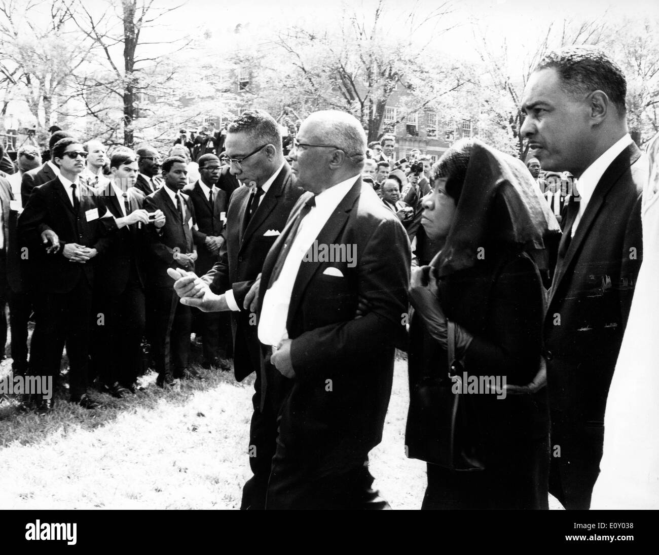 Persone in lutto frequentare Martin Luther King Jr. funerale Foto Stock