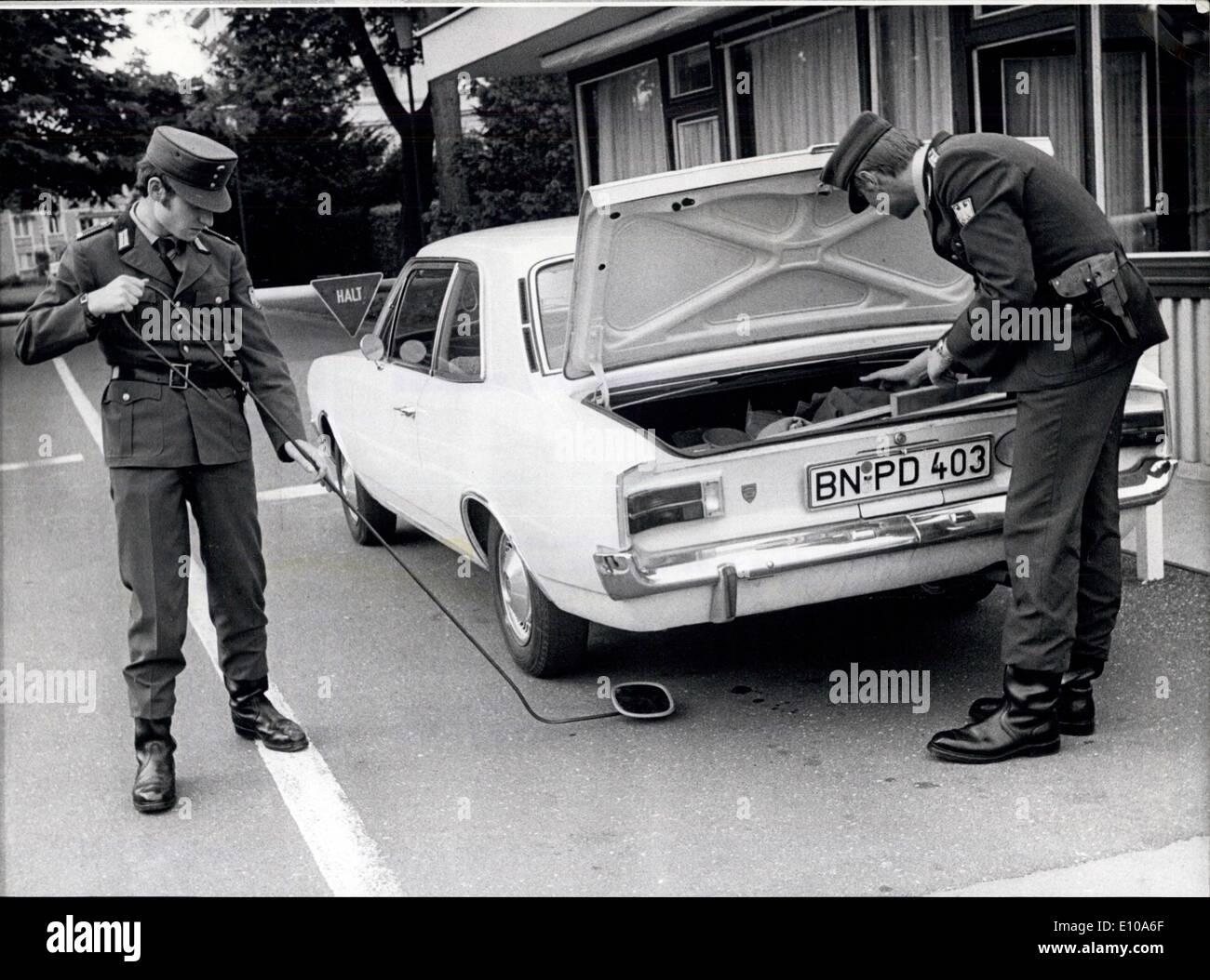 30 maggio 1972 - Bomba di tentativi in Germania ovest: una ricerca nazionale per i terroristi che hanno recentemente Immagini Stock
