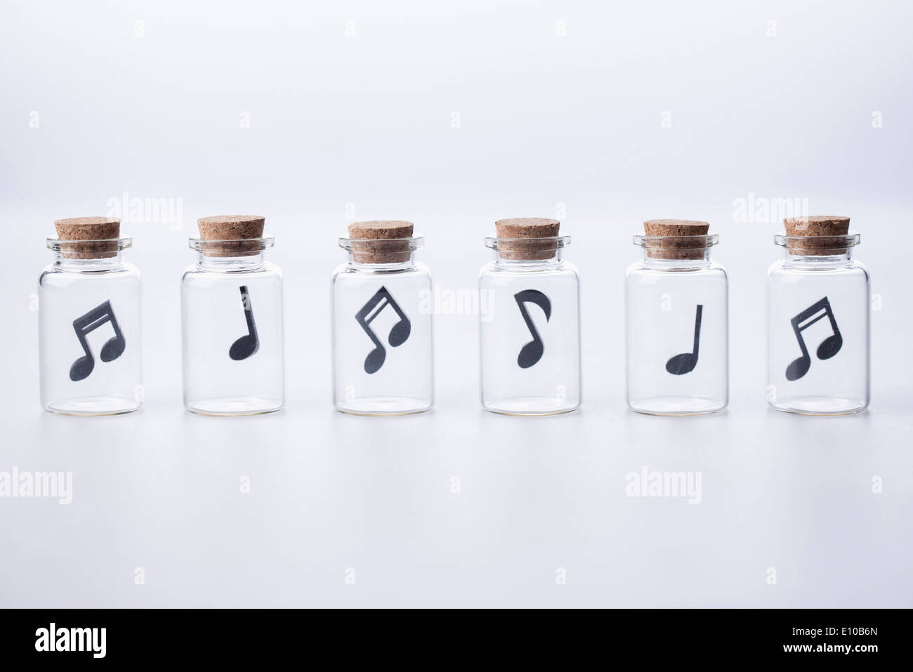 Musical note cut out immagini & musical note cut out fotos stock alamy