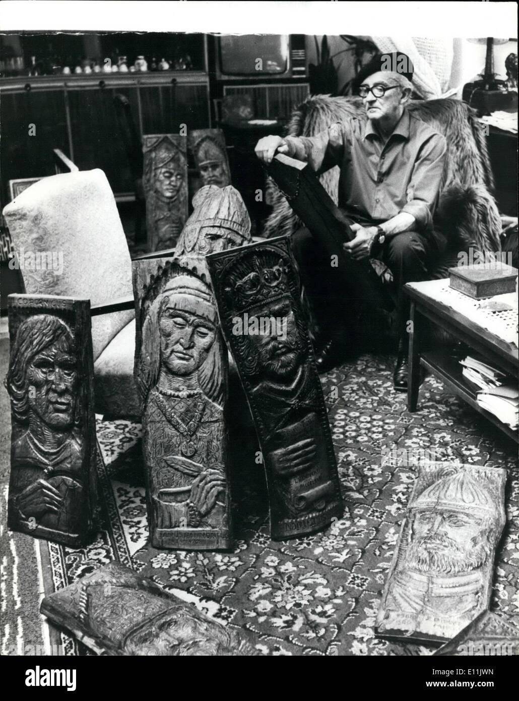 Agosto 08, 1978 - Storia scolpito in legno: scultore ungherese Gyula Zagon visti al lavoro carving i ritratti del borgo medievale di personaggi storici in legno. Egli utilizza una speciale nuovo materiale per la produzione delle sue sculture - sono vecchi di secoli quercia travi. Immagini Stock