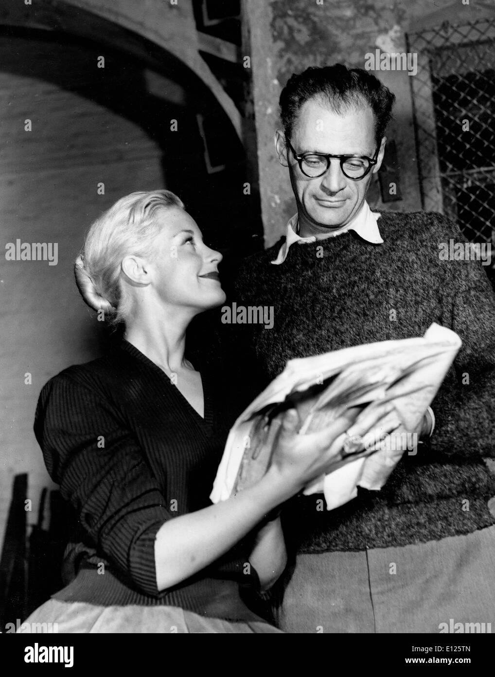 """Feb 11, 2005; Londra, UK; (File foto 19/09/1956) """"Il crogiolo' e 'Death di un venditore' dei premi Pulitzer autore ARTHUR Immagini Stock"""