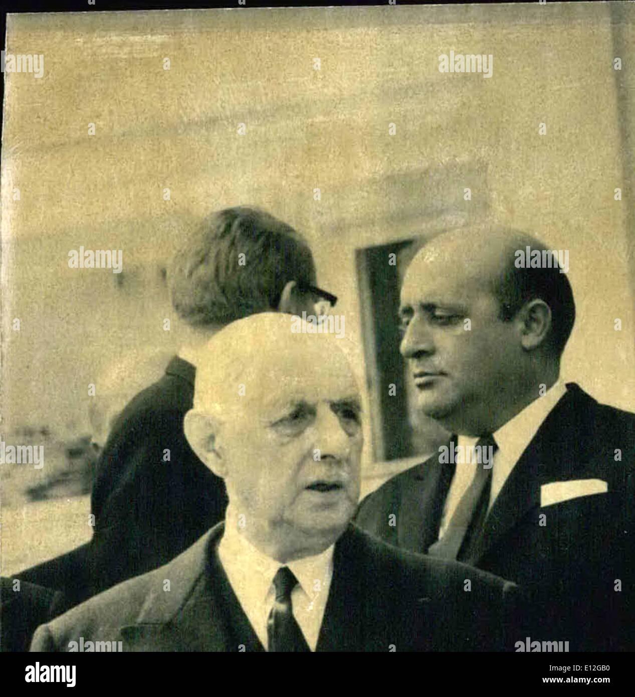 Dic. 26, 2011 - Dopo la cerimonia presidente federale Luebke ha offerto una cena per il Generale de Gaulle e Presidente Jo Naon, sullo sfondo il Cardinale Testa, come godere del Papa, a destra il Cancelliere austriaco Josef Klaus Immagini Stock