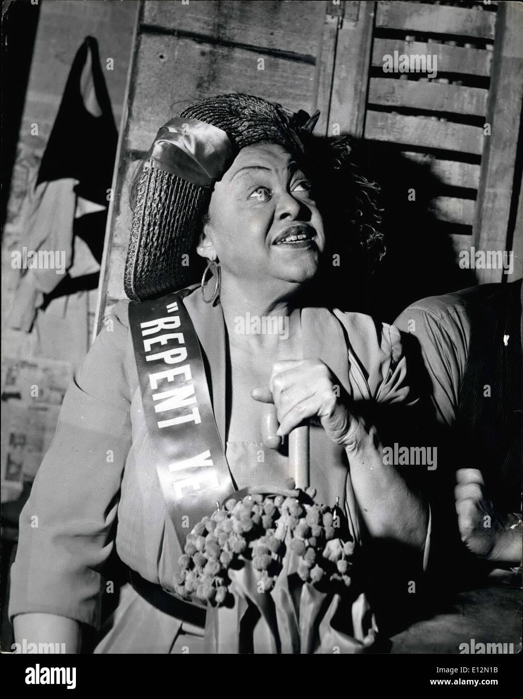 Febbraio 24, 2012 - Maria, l'arbitro di buone maniere e di morale in Catfish Row, è giocato dalla Georgia Burke. ''Porgy and Bess'' Il Negro Opera arriva a Londra.: ''Porgy and Bess'' George Gershwin's classic opera folk che si occupa con la American Negro, è ora giunta alla Stoll Theatre di Londra e condotta da un interamente negro cast. La storia è semplice e in movimento. Porgy , un storpi Charleston mendicante che fa il suo giro in una capra-cart, vince di Bess, una donna di strade dopo la scomparsa del suo amante, corona, un assassino Immagini Stock