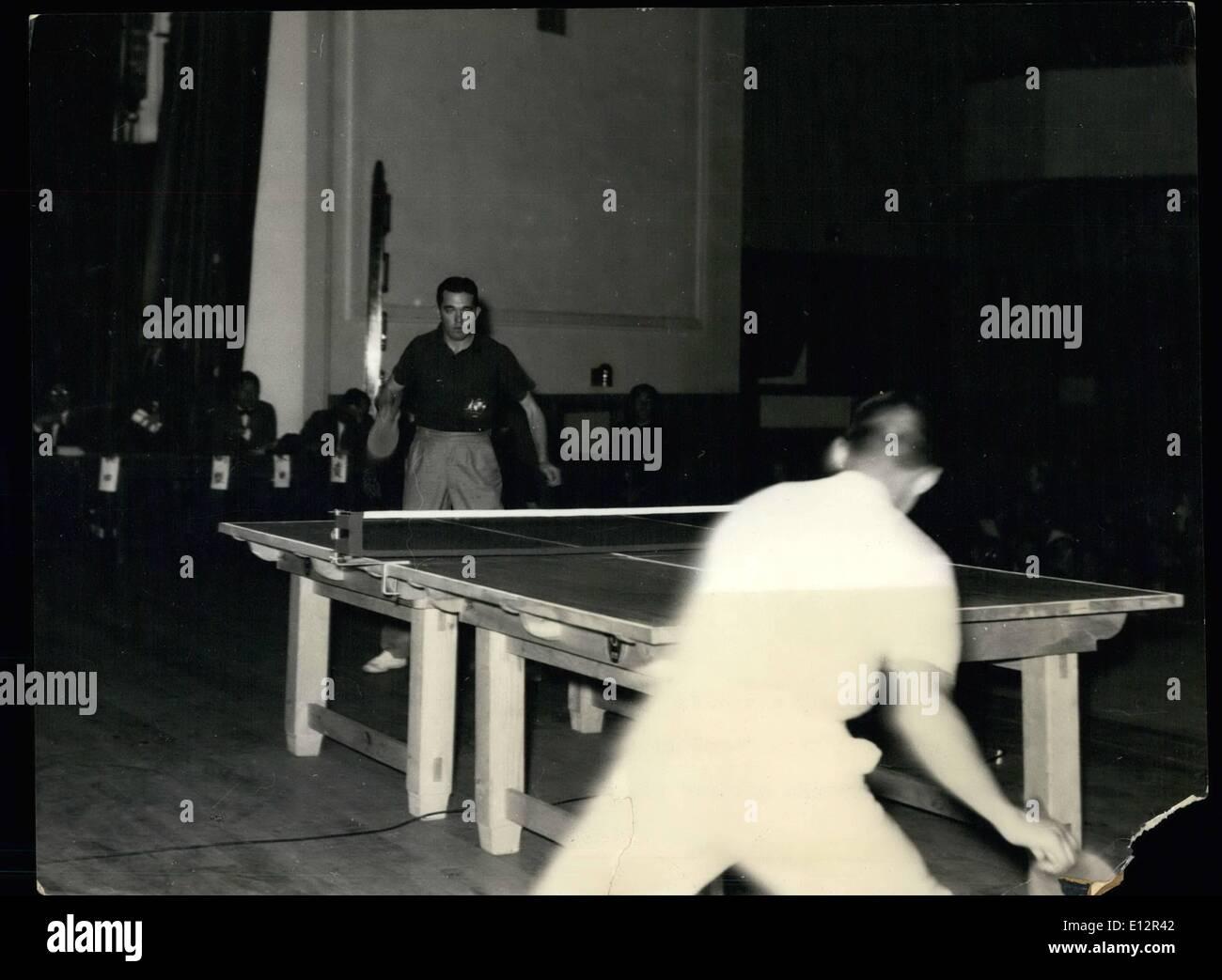 Febbraio 24, 2012 - Pan-Pacific ping pong torneo: Kenneth Adamson dell Australia giocando contro Tadaaki Hayashi. È stato un uniformemente gioco confrontate con i risultati finali, 21-17, 18-21, 22-20 e 21-14 in Hayashi il favore. Immagini Stock