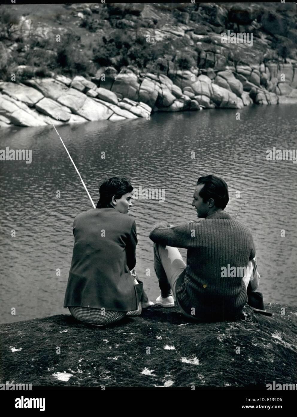 Febbraio 29, 2012 - pacificamente la pesca vicino alle loro Madrid Home Sono Lucia Bose - Ex bellezza italiana e Sen Star, e suo Husban Immagini Stock