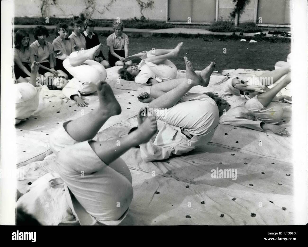 Febbraio 29, 2012 - Judo richiedono destrezza e moderata ragazze fitness presso il St. Christopher's fare esercizi come parte della loro formazione. Immagini Stock