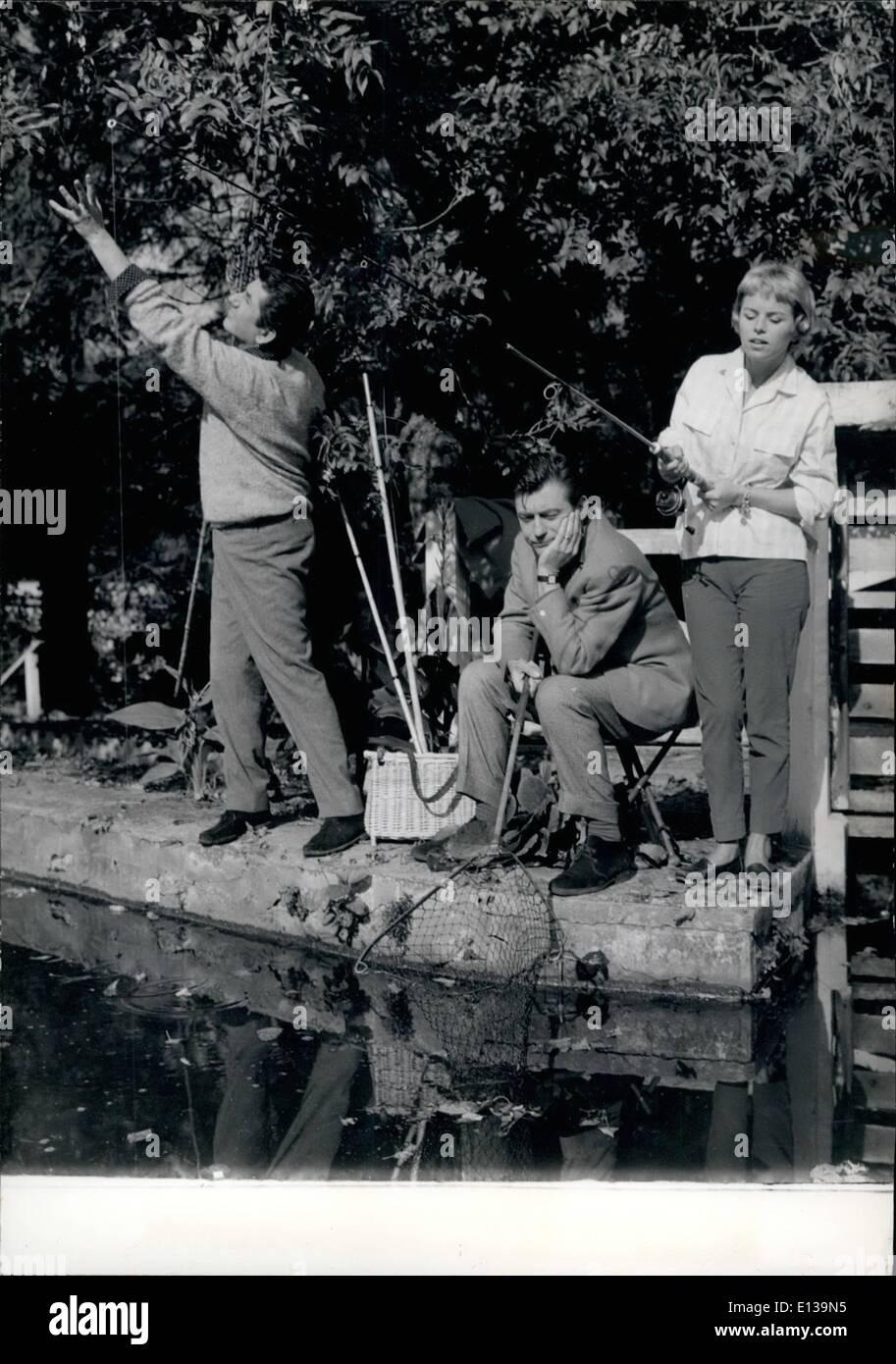 Febbraio 29, 2012 - schermo stelle GO ANGLING DANIEL GELIN, FRANCOIS PERIER E GENEVIEVE CLUNY (da sinistra a destra) LA PESCA SPORTIVA IN UNA SCENA DEL FILM ''BONJOUR MONSIEUR MASURE'' ORA IN FASE DI REALIZZAZIONE. Il film è diretto da CLAUDE MAGNTER. Immagini Stock