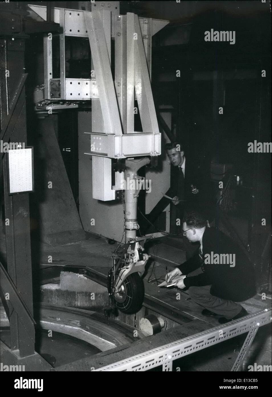 Febbraio 29, 2012 - studenti di ricevere istruzioni per la lavorazione di un carro prova di caduta di rig. Questo è per il Tet di vari Immagini Stock