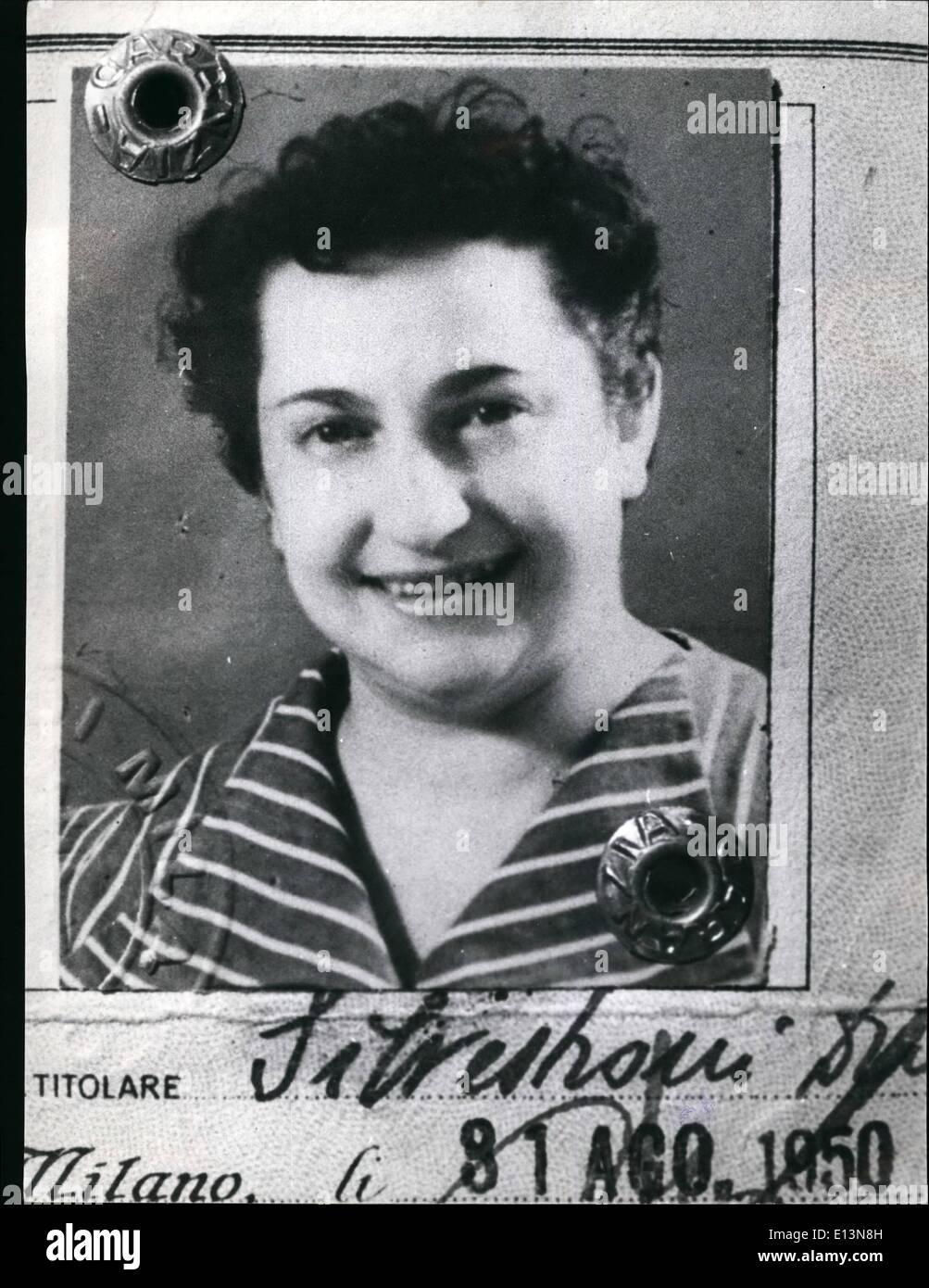 Mar 22, 2012 - Dina Silvestroni si suicidò con sua madre Laura & fratello Remo in N~ilan, 1962. Immagini Stock