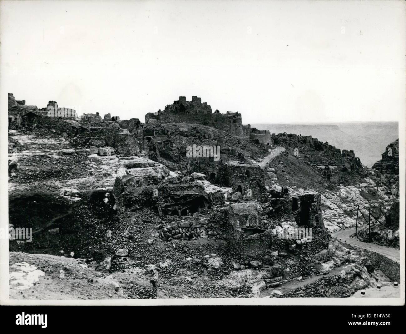 Apr. 18, 2012 - Una volta una fortezza inespugnabile, ora uno storico rovina. La fortezza di dispensa di Nalut, circondato dai resti delle antiche case di Berbera. La dispensa rimane ancora e ancora è usato. Immagini Stock