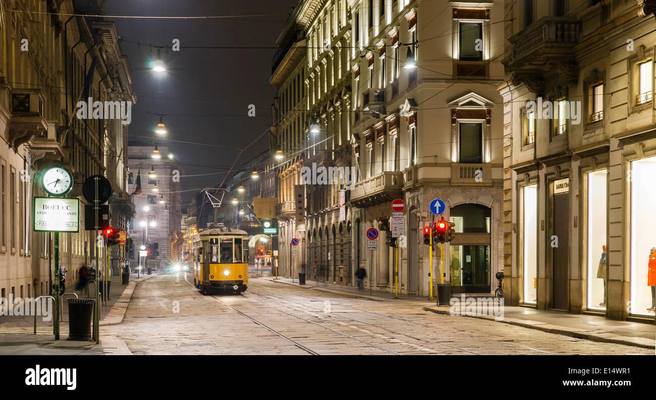 Tram, Via Manzoni, Milano, Lombardia, Italia Immagini Stock