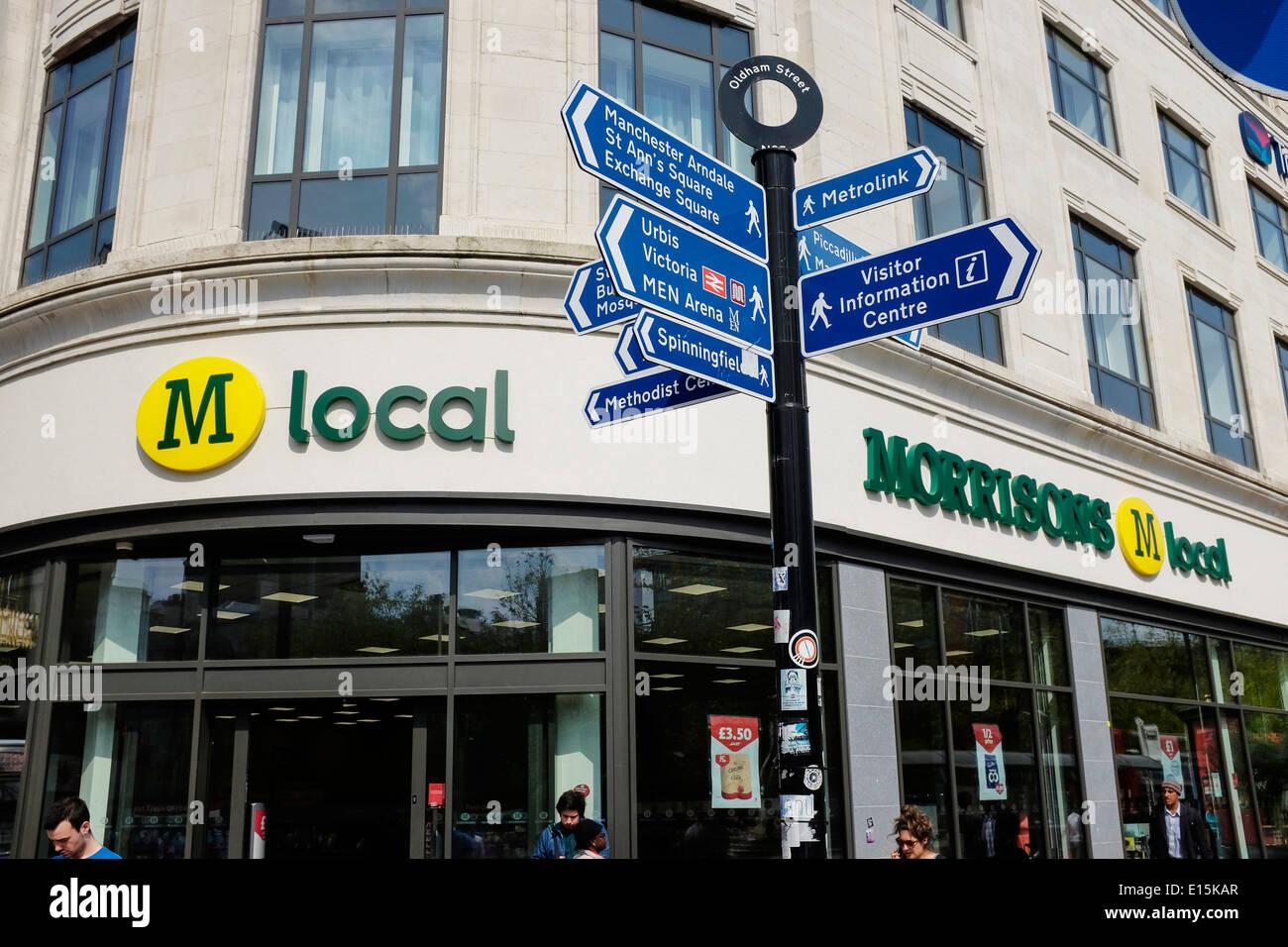 Morrisons m negozio locale di Manchester Piccadilly Gardens Regno Unito Immagini Stock