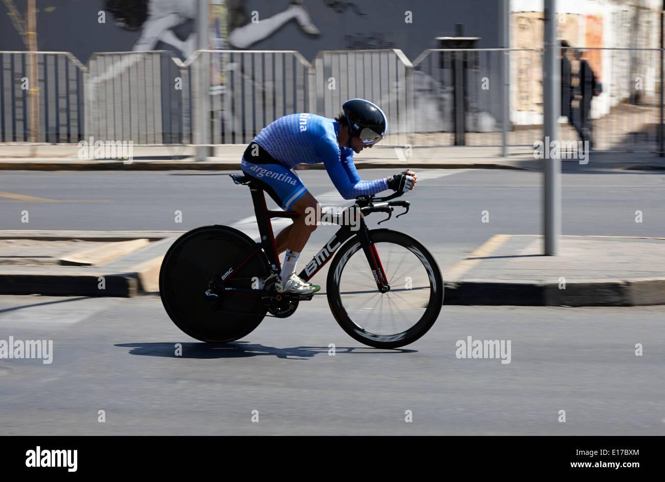 Facundo Lezica argentino crono ciclista concorrenti in gara su strada come parte del sud americani giochi Santiago del Cile Immagini Stock
