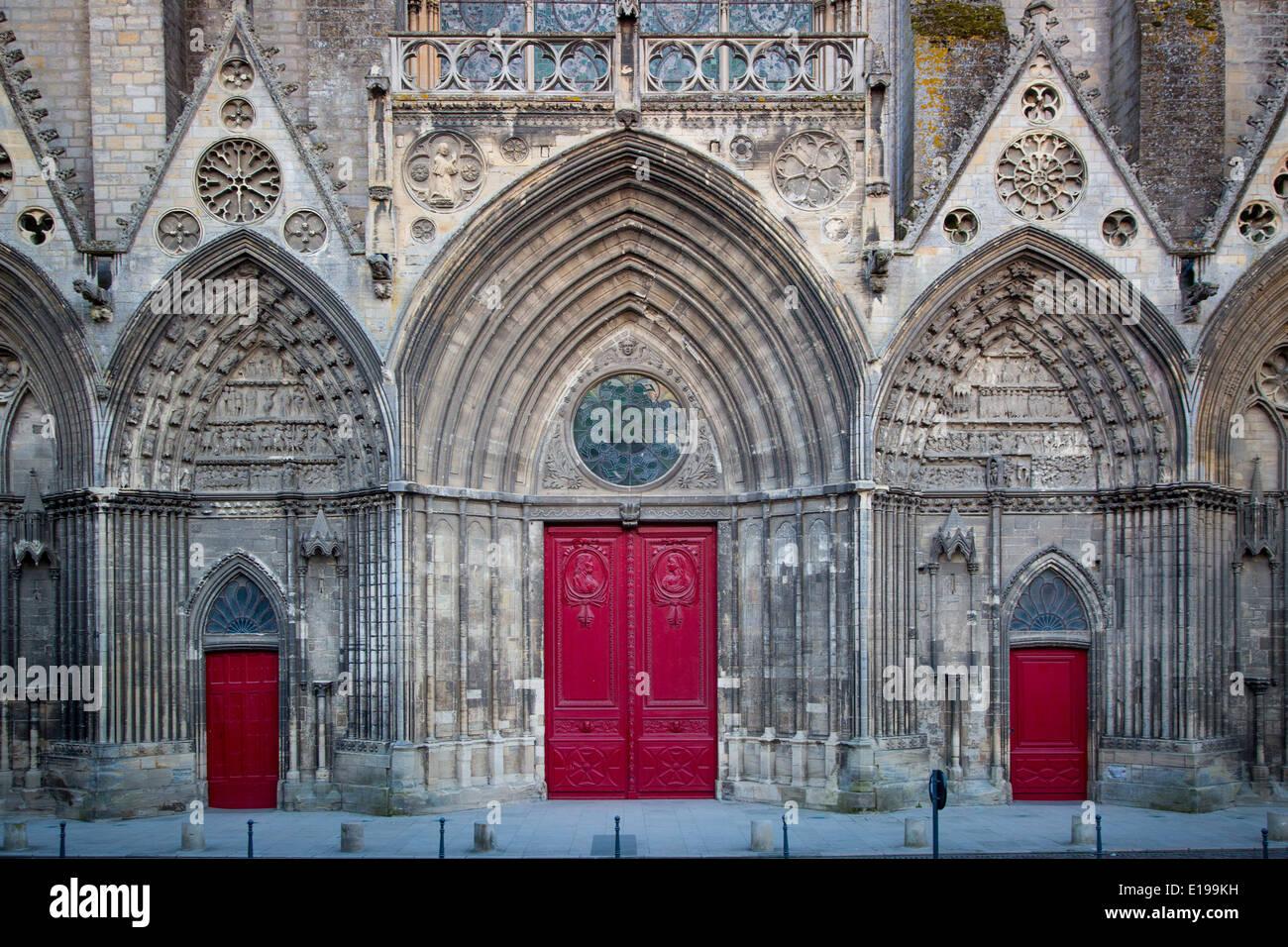 La facciata anteriore e porte a Notre Dame de Bayeux Chiesa, Bayeux, Normandia Francia Immagini Stock