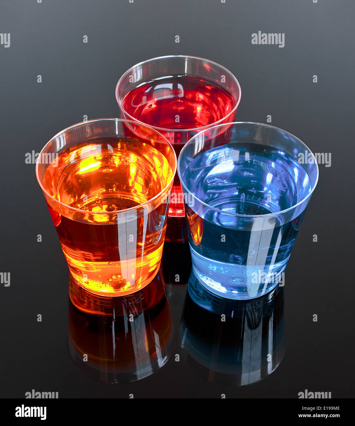 Tre scatti su uno sfondo nero perfetto per le promozioni o le offerte le bevande alcoliche industria Immagini Stock