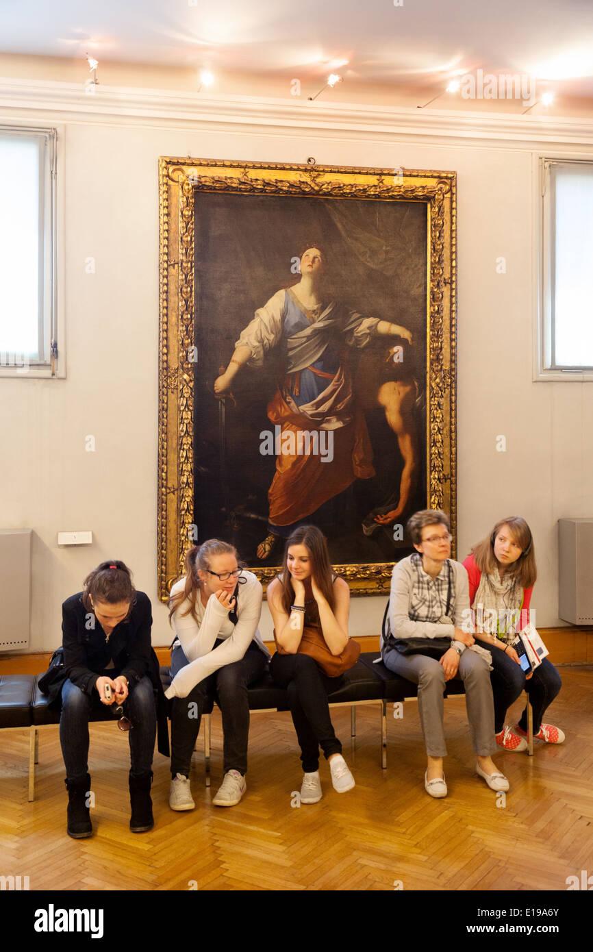 Un gruppo di adolescenti annoiati - adolescenti nei Musei Capitolini ( Musei Capitolini ) roma, Italia Europa Immagini Stock