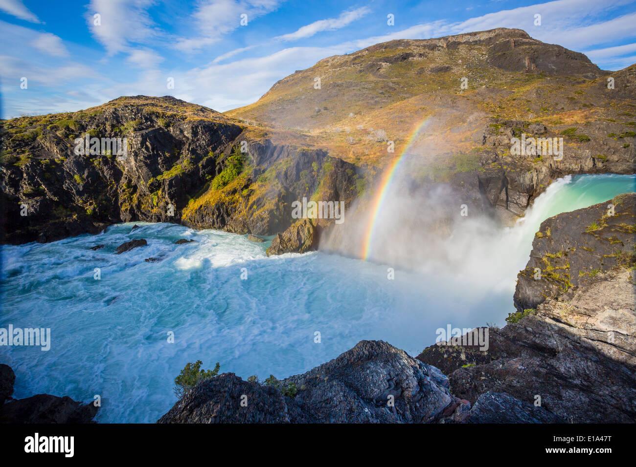 Il Salto Grande è una cascata sul fiume Paine entro il parco nazionale Torres del Paine in Cile Immagini Stock
