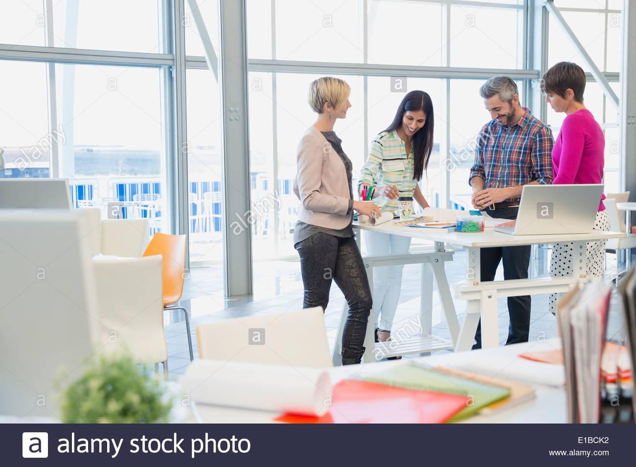 Creative business meeting persone in ufficio Immagini Stock