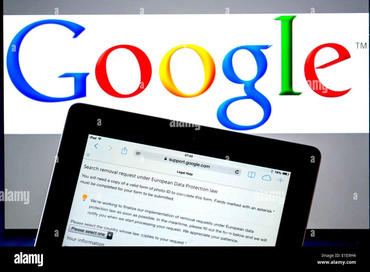 """Ricerca con Google per la richiesta di rimozione di forma del sito Sentenza della Corte europea di giustizia, i cittadini europei hanno il diritto di essere dimenticato"""" Immagini Stock"""