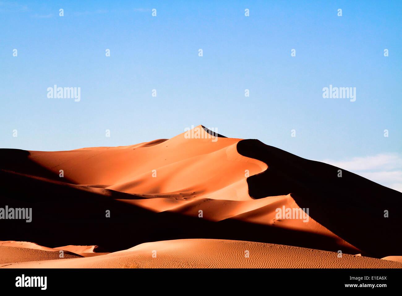 Erg Chebbi dune di sabbia nel deserto del Sahara vicino a Merzouga, Marocco Foto Stock