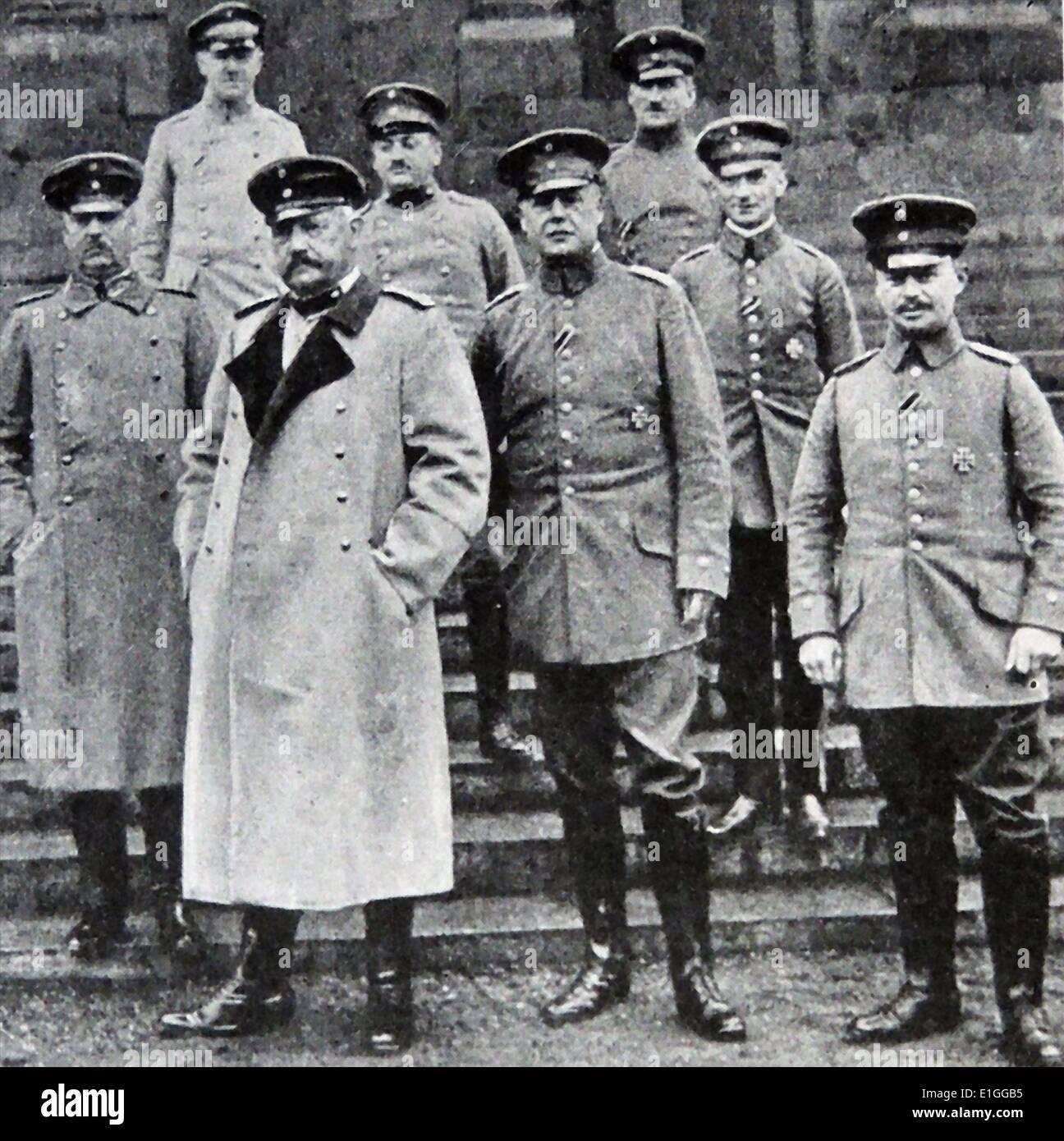 Fotografia di Paul von Hindenburg (1847 - 1934) e il generale tedesco staff. Datata 1914 Immagini Stock