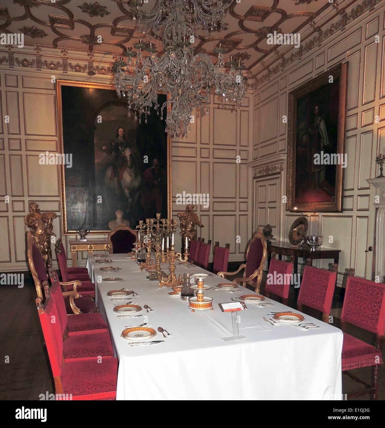 Jacobiana seicento inglese formale sala da pranzo con tavolo e sedie ...